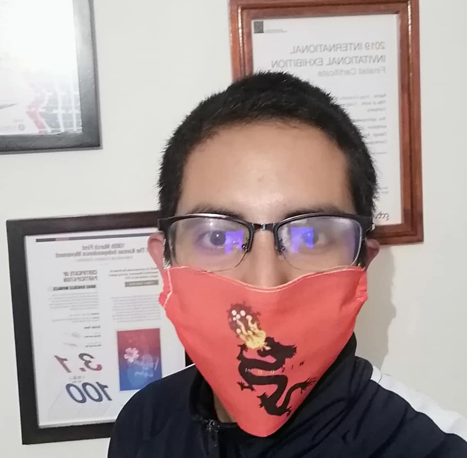 Дизайнер из Мексики напечатал свои плакаты на защитных масках